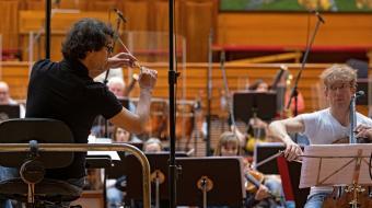 Fernando Velázquez y Johannes Moser con Euskadiko Orkestra. Foto: David Herranz.